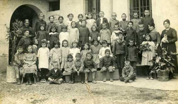 Vecchia scuola palaset di Magnani Costante Via Bonfadini 193 I II III elementare 1906